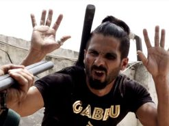 Udta-Punjab-movie-trailer-still-Shahid-Kapoor-beaten-black-eye-640x480