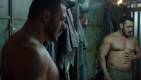 salman khan looking in mirror to his fat body sultan movie